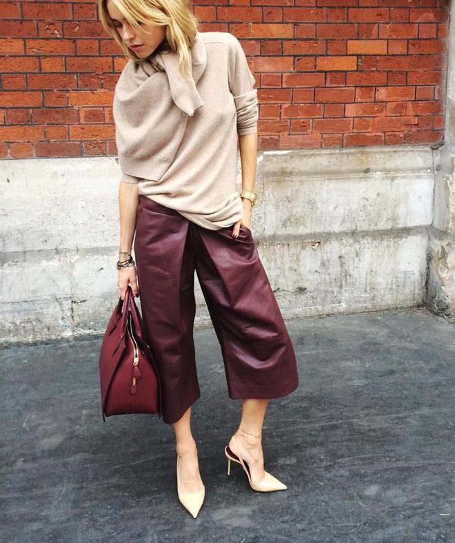 Vừa ấm áp lại vừa trendy với trào lưu biến áo len thành khăn quàng - Ảnh 9.