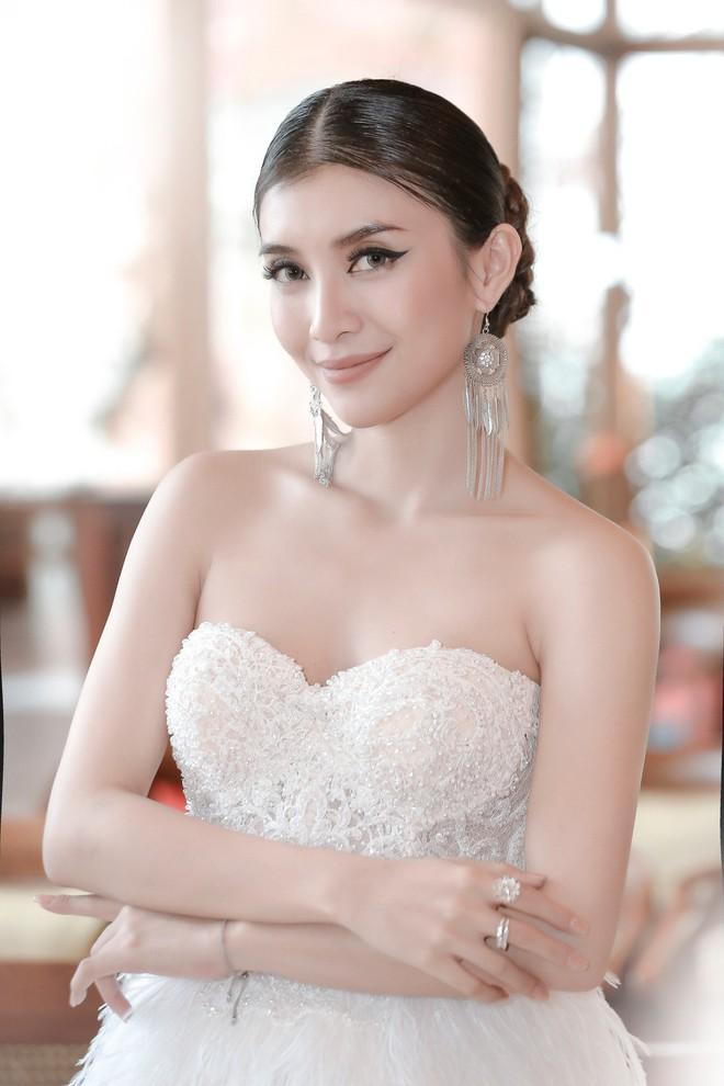 Tiêu Châu Như Quỳnh khoe vai trần gợi cảm bên chú ruột Lam Trường - Ảnh 5.