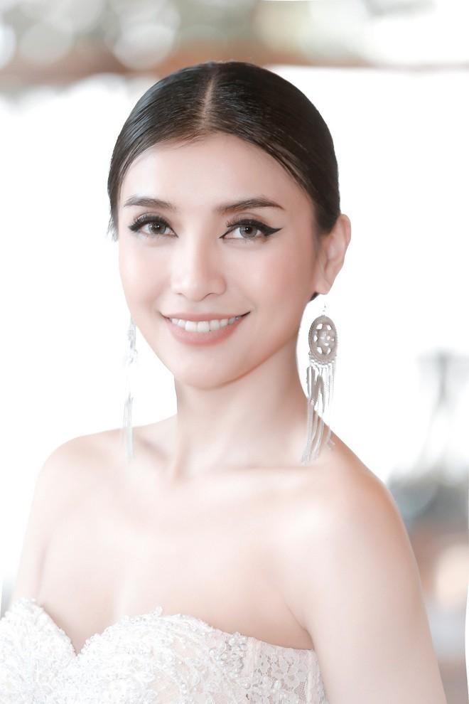 Tiêu Châu Như Quỳnh khoe vai trần gợi cảm bên chú ruột Lam Trường - Ảnh 6.
