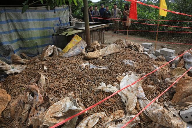 Vụ phát hiện đạn trong nhà dân ở Hưng Yên: Mới được thu gom 2 tháng gần đây - Ảnh 2.