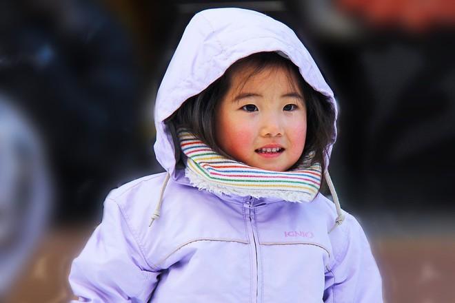 Trời lạnh đến mấy mà biết giữ ấm 4 vị trí này trên cơ thể thì trẻ sẽ không bao giờ ốm - Ảnh 1.