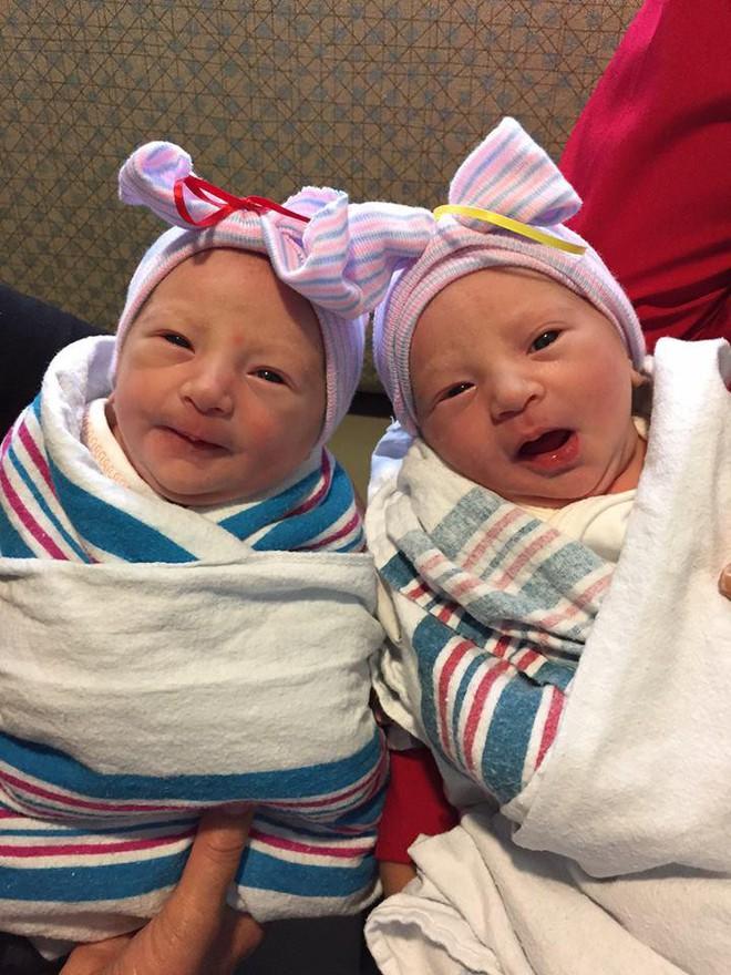 Vợ chồng Nick Vujicic nay đã có 4 con, hạnh phúc khoe hai con gái song sinh 4 tuần tuổi đáng yêu hết nấc - Ảnh 2.