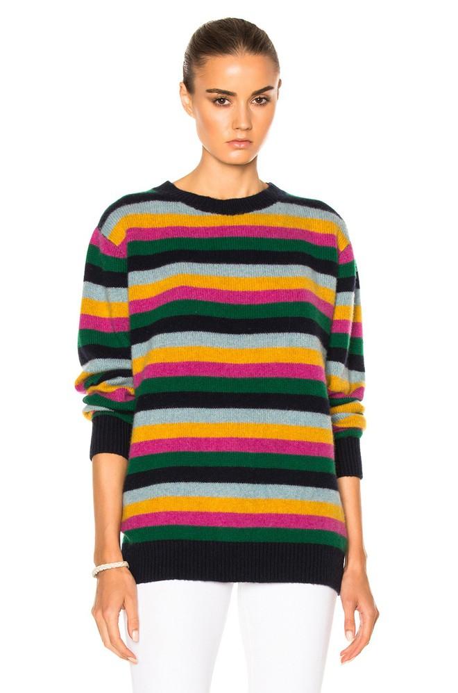 Khắp các thương hiệu thời trang, từ bình dân đến cao cấp đều đăng lăng xê kiểu áo len màu sắc này  - Ảnh 10.