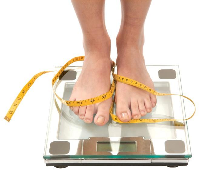 Phụ nữ mà cứ làm những việc này thì đừng bao giờ mong ngóng giảm cân hiệu quả - Ảnh 1.