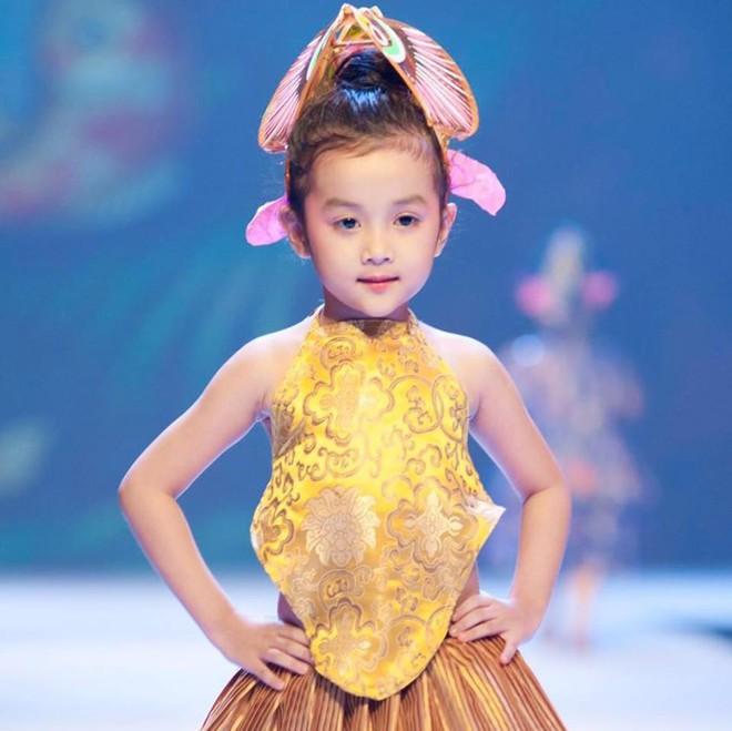 Loạt ảnh giải mã độ đáng yêu của mẫu nhí được ví là bản sao của Angela Phương Trinh - Ảnh 12.