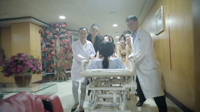 Angela Phương Trinh gào khóc trên giường chuẩn bị hạ sinh con của Hữu Vi - Ảnh 1.
