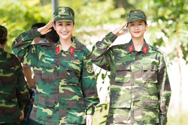 Á hậu Hà Thu và em gái xinh đẹp bất ngờ cùng nhập ngũ - Ảnh 3.