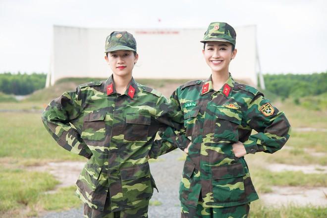 Á hậu Hà Thu và em gái xinh đẹp bất ngờ cùng nhập ngũ - Ảnh 1.