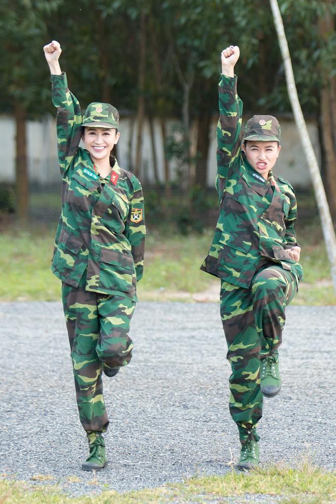 Á hậu Hà Thu và em gái xinh đẹp bất ngờ cùng nhập ngũ - Ảnh 2.