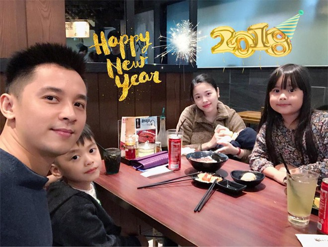 Ngày đầu năm mới của hội chị em: Người khoe cỗ bàn linh đình, người tâm sự dăm câu tiễn năm cũ đi - ảnh 2