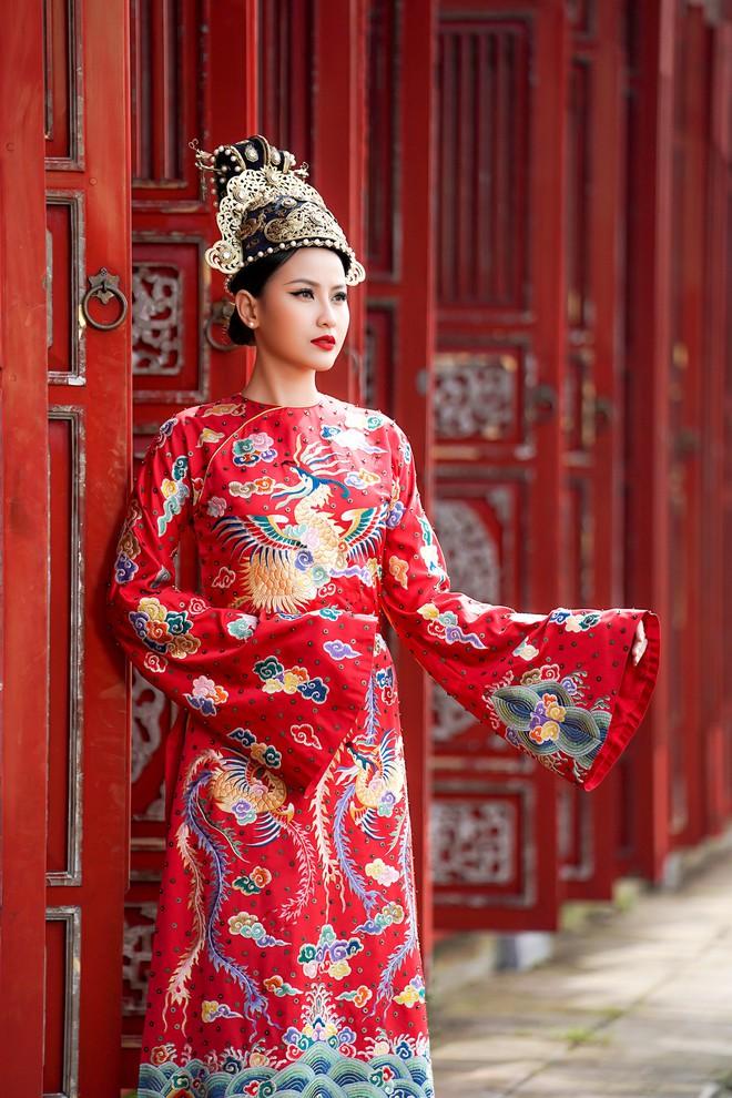 Khánh Ngân lộng lẫy làm làm Hoàng hậu, uy quyền sánh vai bên Ngọc Tình - Ảnh 6.