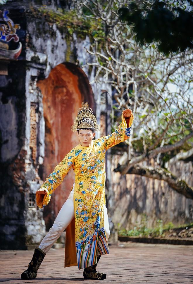 Khánh Ngân lộng lẫy làm làm Hoàng hậu, uy quyền sánh vai bên Ngọc Tình - Ảnh 9.