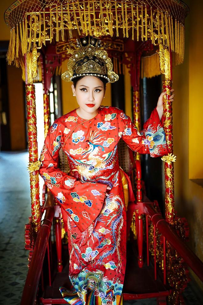 Khánh Ngân lộng lẫy làm làm Hoàng hậu, uy quyền sánh vai bên Ngọc Tình - Ảnh 7.