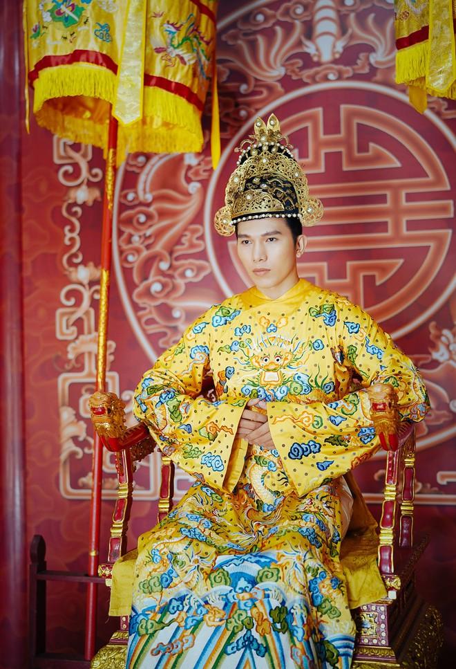 Khánh Ngân lộng lẫy làm làm Hoàng hậu, uy quyền sánh vai bên Ngọc Tình - Ảnh 8.