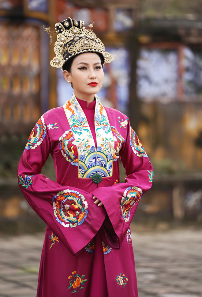 Khánh Ngân lộng lẫy làm làm Hoàng hậu, uy quyền sánh vai bên Ngọc Tình - Ảnh 11.