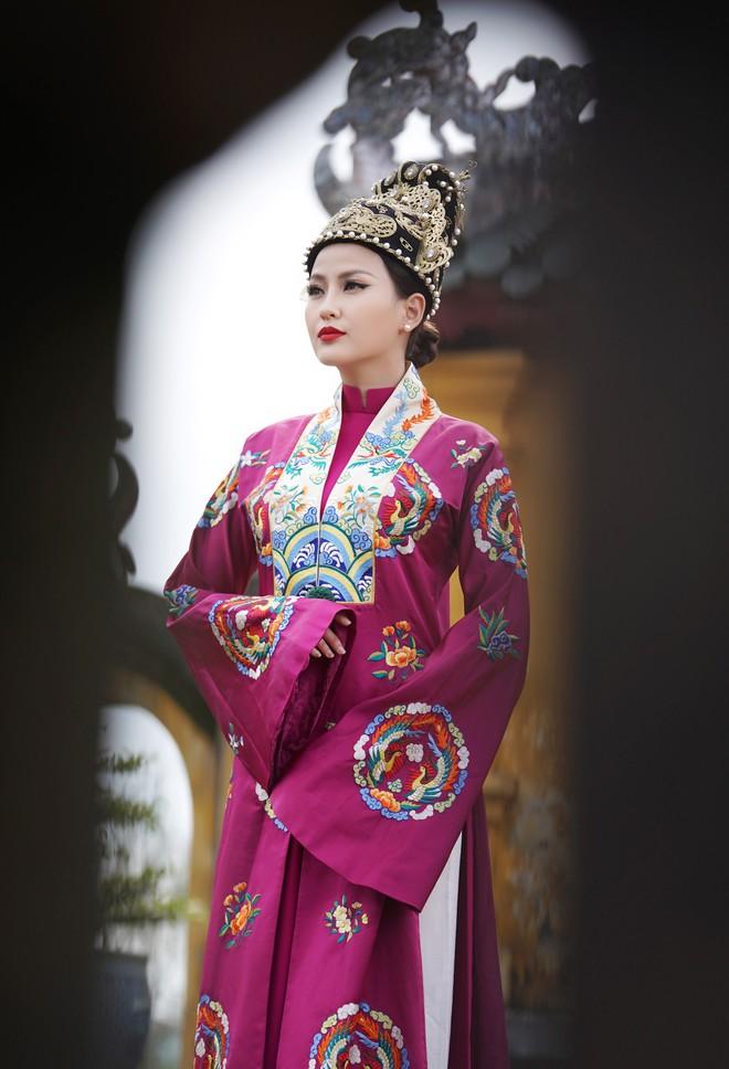 Khánh Ngân lộng lẫy làm làm Hoàng hậu, uy quyền sánh vai bên Ngọc Tình - Ảnh 10.