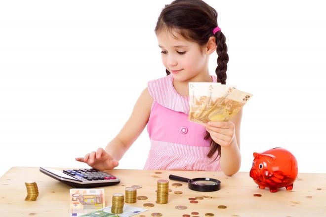 Người mẹ dạy con tiết kiệm tiền bằng cách bắt con gái 5 tuổi trả tiền thuê nhà hàng tháng, đúng hay sai? - Ảnh 2.