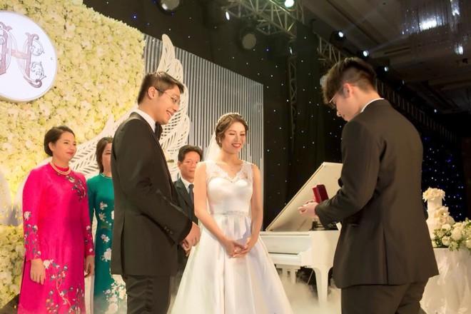 Đám cưới có 1-0-2 sang chảnh hết nấc: Sân khấu lộng lẫy, khách mời đa quốc gia, hoa tươi nhập khẩu tinh tế - Ảnh 19.