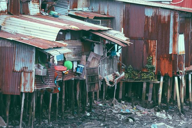 Cuộc sống ngập ngụa mùi rác bên cạnh con rạch ô nhiễm nhất Sài Gòn - Ảnh 13.