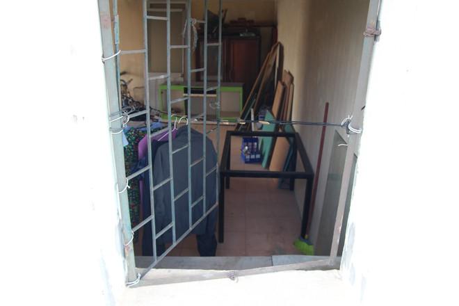 Hà Nội: Bà bầu 8 tháng vẫn trèo qua tum, rón rén đi trên mái nhà vì thang máy chung cư bị hỏng - Ảnh 5.