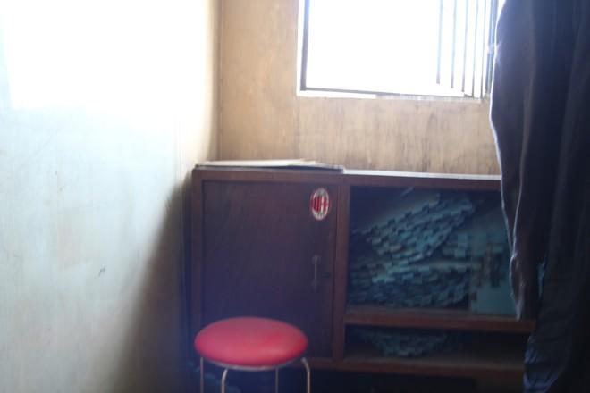 Hà Nội: Bà bầu 8 tháng vẫn trèo qua tum, rón rén đi trên mái nhà vì thang máy chung cư bị hỏng - Ảnh 6.