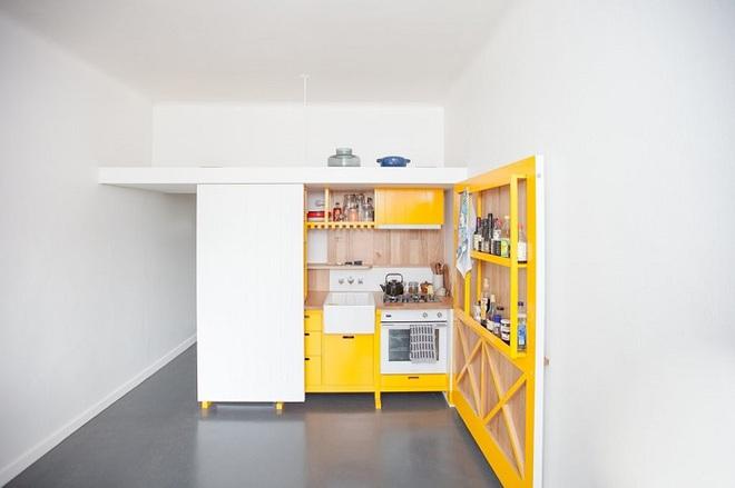 Căn bếp tuy nhỏ nhưng cực kì tiện lợi dành cho những căn hộ có diện tích hẹp - Ảnh 1.