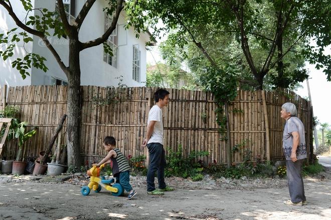 Vợ chồng nhiếp ảnh gia bỏ thành phố về xây ngôi nhà ngập tràn cây xanh, tạo cuộc sống mơ ước cho con trai - Ảnh 5.