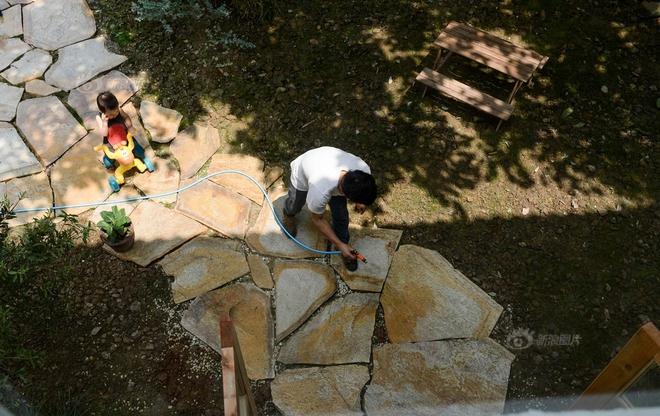 Vợ chồng nhiếp ảnh gia bỏ thành phố về xây ngôi nhà ngập tràn cây xanh, tạo cuộc sống mơ ước cho con trai - Ảnh 10.