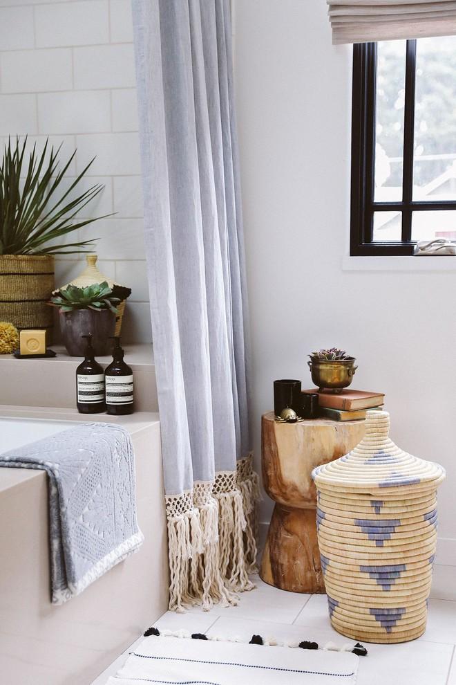 6 ý tưởng tự tay thiết kế rèm nhà tắm đáng để học tập - Ảnh 6.