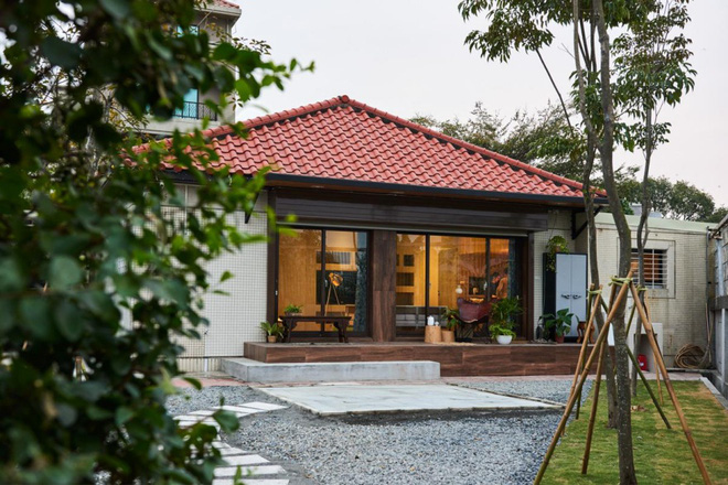 Ngôi nhà ngập tràn yêu thương, đầy nắng gió và cây xanh của cặp vợ chồng trẻ - Ảnh 2.