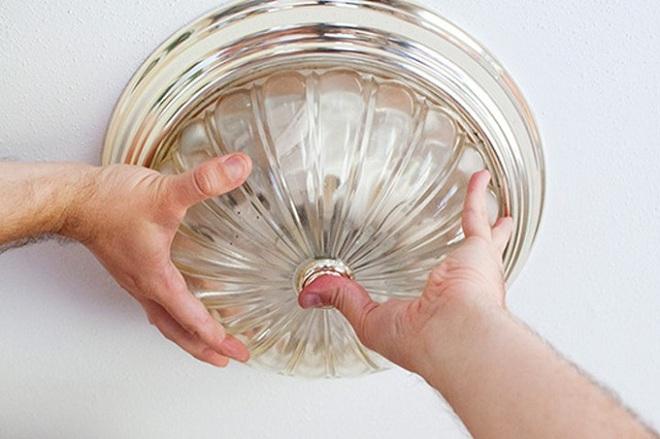 Làm theo 2 điều này thì đèn trong nhà sẽ sạch bong để đón Tết - Ảnh 2.
