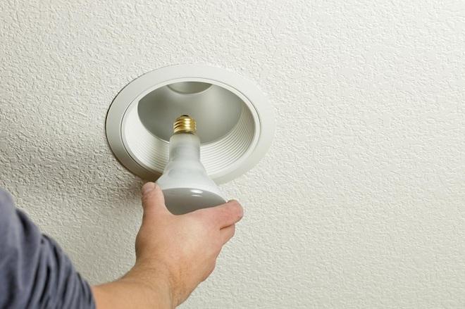 Làm theo 2 điều này thì đèn trong nhà sẽ sạch bong để đón Tết - Ảnh 4.