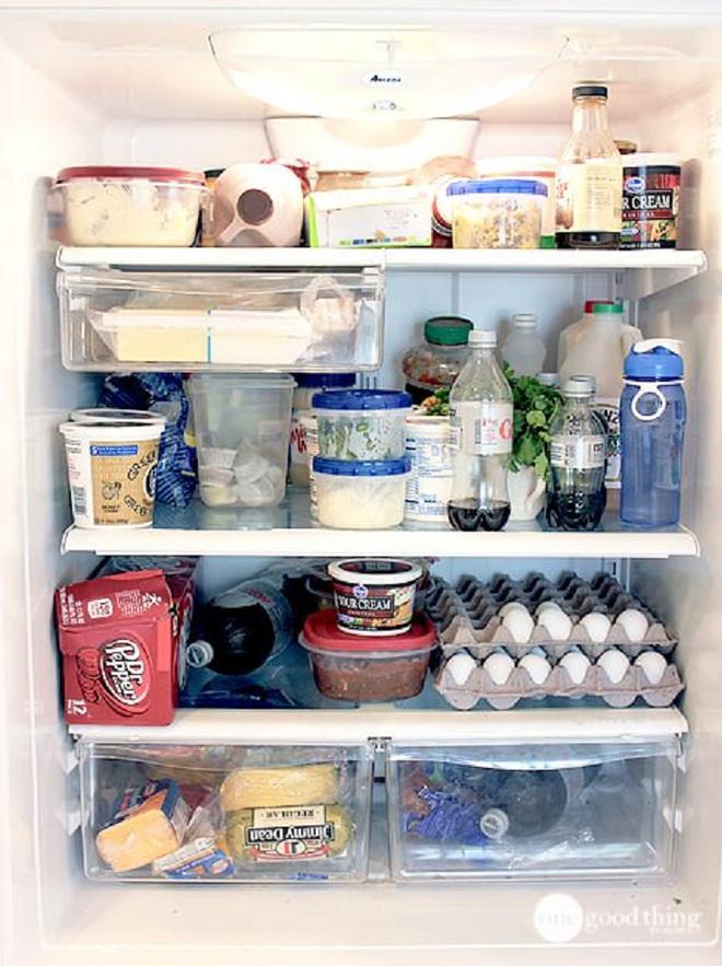 Mách bạn cách làm sạch và sắp xếp thực phẩm trong tủ lạnh ngày Tết - Ảnh 1.