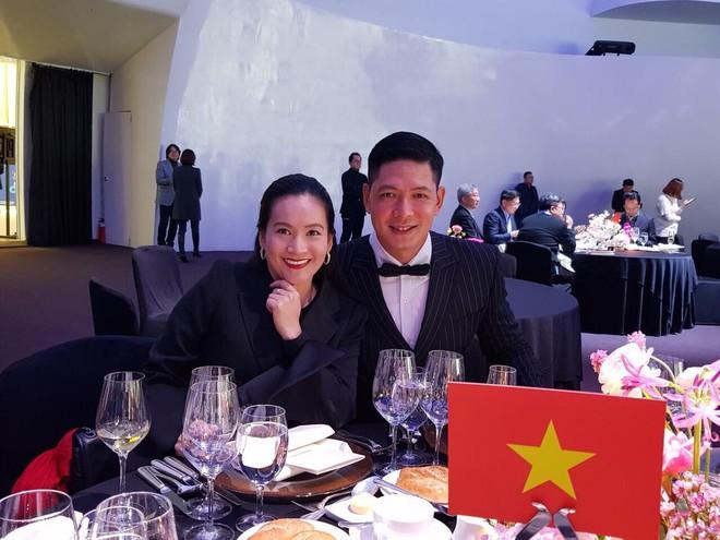 Soi nhất cử nhất động của sao Việt (12/1) - Ảnh 10.
