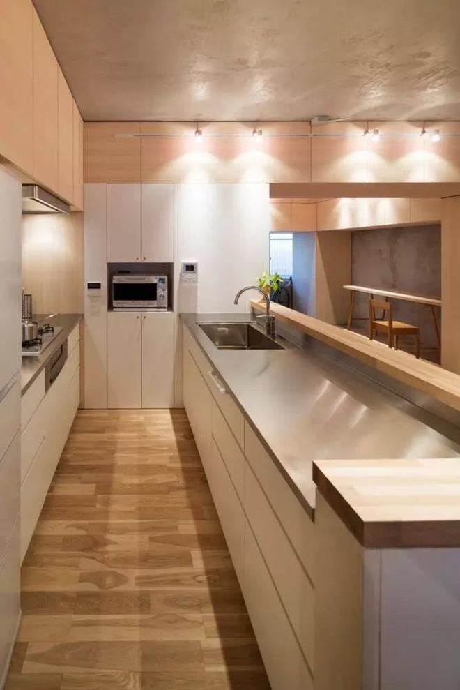Căn hộ 62m² đẹp cuốn hút và gọn gàng với hàng trăm ngăn tủ của đôi vợ chồng trẻ ở Nhật - Ảnh 9.