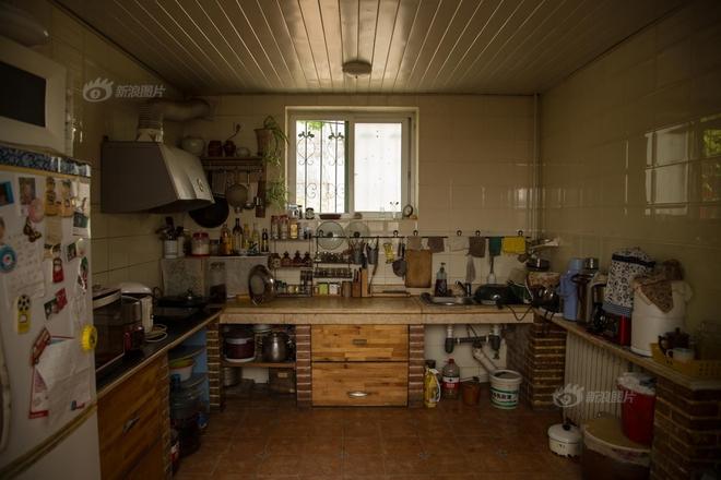 Ngôi nhà được cải tạo bằng vật liệu tái chế và cuộc sống ý nghĩa của cô gái quanh năm thu lượm rác thải để làm sạch môi trường - Ảnh 4.