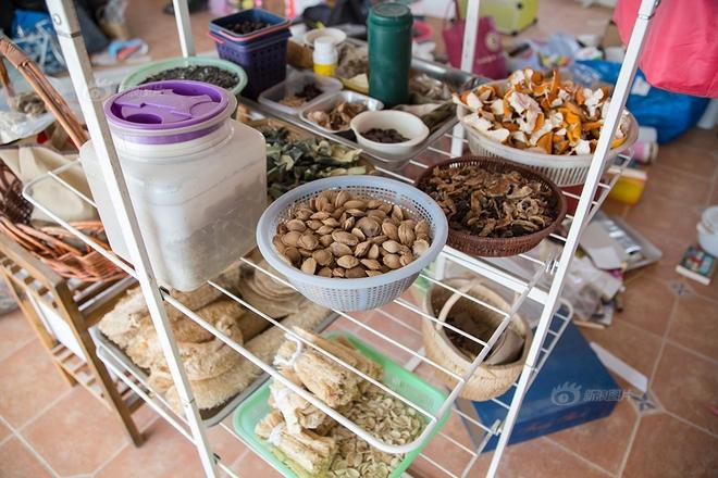 Ngôi nhà được cải tạo bằng vật liệu tái chế và cuộc sống ý nghĩa của cô gái quanh năm thu lượm rác thải để làm sạch môi trường - Ảnh 10.