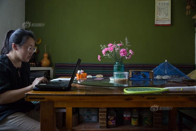 Ngôi nhà được cải tạo bằng vật liệu tái chế và cuộc sống ý nghĩa của cô gái quanh năm thu lượm rác thải để làm sạch môi trường - Ảnh 11.