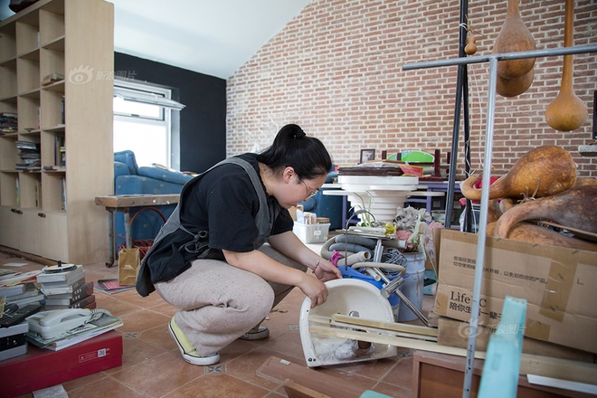 Ngôi nhà được cải tạo bằng vật liệu tái chế và cuộc sống ý nghĩa của cô gái quanh năm thu lượm rác thải để làm sạch môi trường - Ảnh 12.