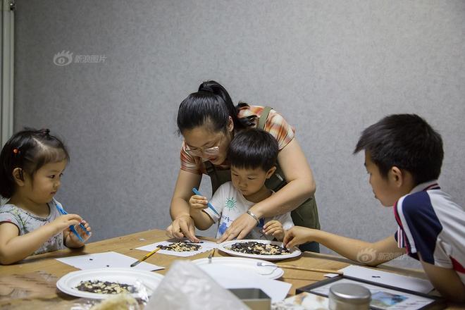 Ngôi nhà được cải tạo bằng vật liệu tái chế và cuộc sống ý nghĩa của cô gái quanh năm thu lượm rác thải để làm sạch môi trường - Ảnh 14.