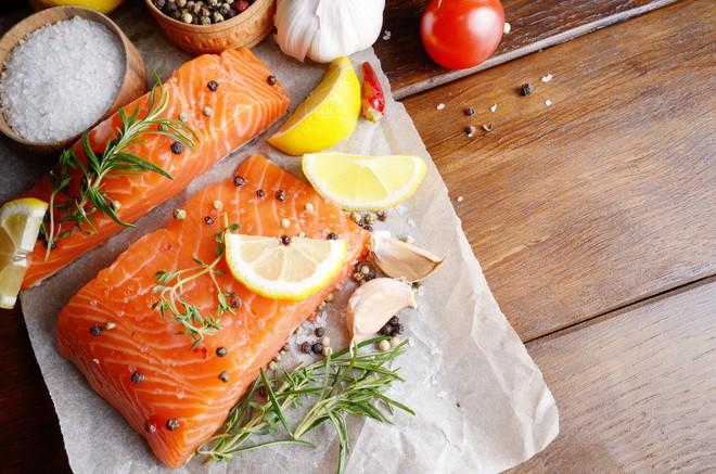Giúp con tăng chỉ số IQ với các món ăn đơn giản chế biến từ cá - Ảnh 1.