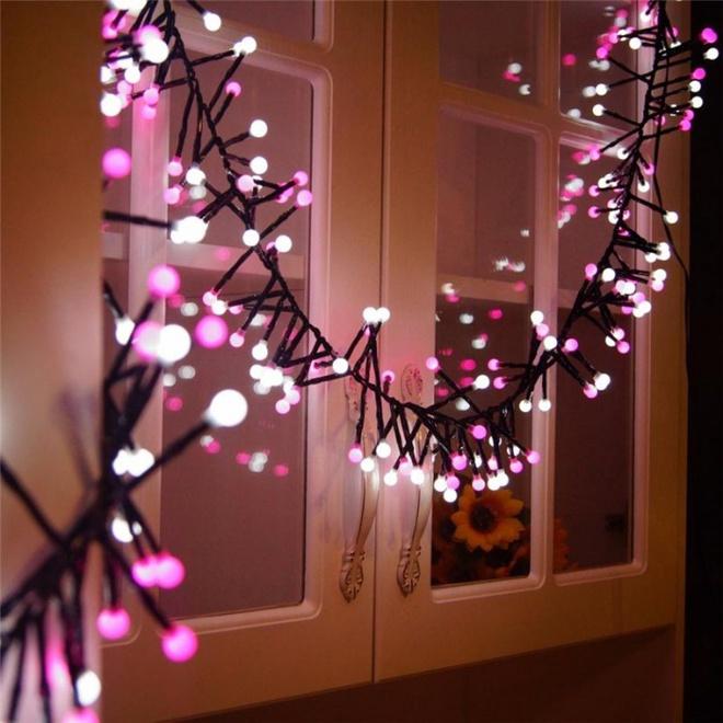 Trang trí cửa sổ đẹp lãng mạn đón năm mới tươi vui, hạnh phúc - Ảnh 1.