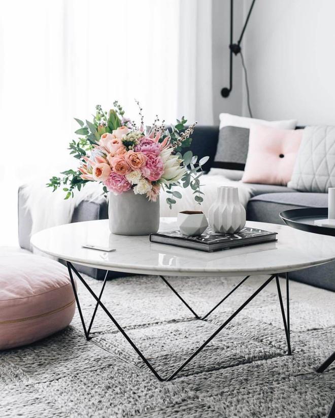14 cách làm đẹp phòng khách với hoa hân hoan đón mùa Xuân đang về - Ảnh 1.