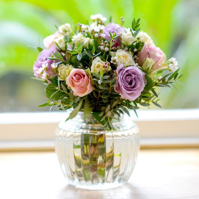 14 cách làm đẹp phòng khách với hoa hân hoan đón mùa Xuân đang về - Ảnh 9.