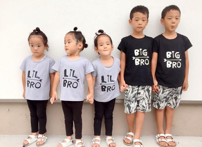 """Mẹ Nhật hot rần rần khi khoe ảnh gia đình với 1 cặp sinh đôi, 1 cặp sinh ba, đi đâu cũng """"ton sur ton"""" - Ảnh 2."""