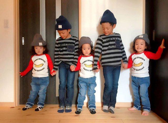 """Mẹ Nhật hot rần rần khi khoe ảnh gia đình với 1 cặp sinh đôi, 1 cặp sinh ba, đi đâu cũng """"ton sur ton"""" - Ảnh 3."""