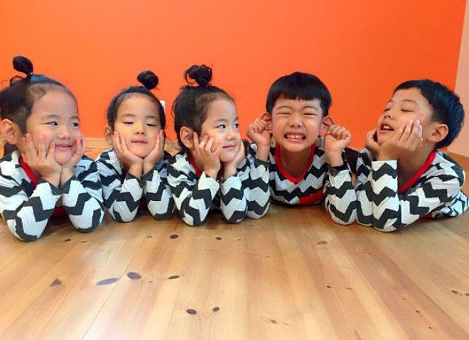 """Mẹ Nhật hot rần rần khi khoe ảnh gia đình với 1 cặp sinh đôi, 1 cặp sinh ba, đi đâu cũng """"ton sur ton"""" - Ảnh 7."""