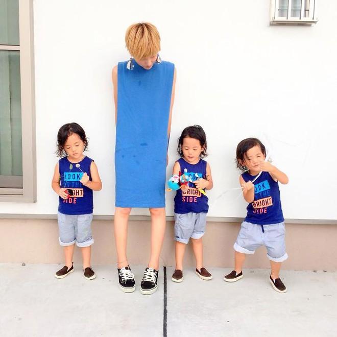 """Mẹ Nhật hot rần rần khi khoe ảnh gia đình với 1 cặp sinh đôi, 1 cặp sinh ba, đi đâu cũng """"ton sur ton"""" - Ảnh 11."""