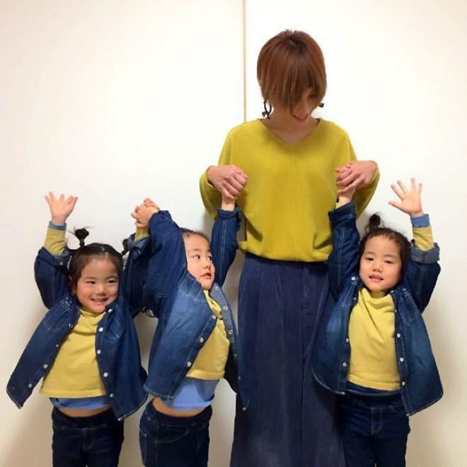 """Mẹ Nhật hot rần rần khi khoe ảnh gia đình với 1 cặp sinh đôi, 1 cặp sinh ba, đi đâu cũng """"ton sur ton"""" - Ảnh 19."""