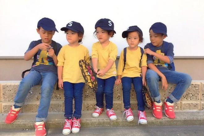 """Mẹ Nhật hot rần rần khi khoe ảnh gia đình với 1 cặp sinh đôi, 1 cặp sinh ba, đi đâu cũng """"ton sur ton"""" - Ảnh 24."""